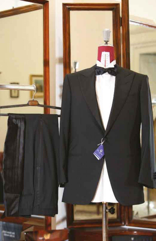 52324204fd1d Gino Cimmino - Neapolitan tailoring - Partners - Orizzonte Italia ...