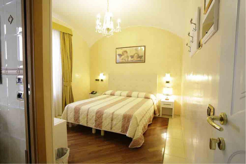 Hotel In Via Pascoli A Rimini