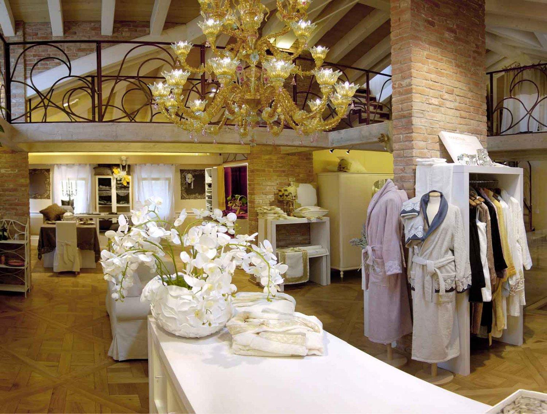 Martina vidal venezia il tipico merletto ad ago di - Biancheria per la casa milano ...