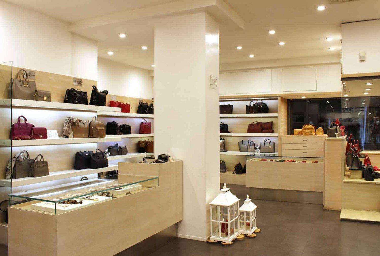 Negozi Borse Bologna.Valigeria Serra Historic Leather Goods Shop In Bologna