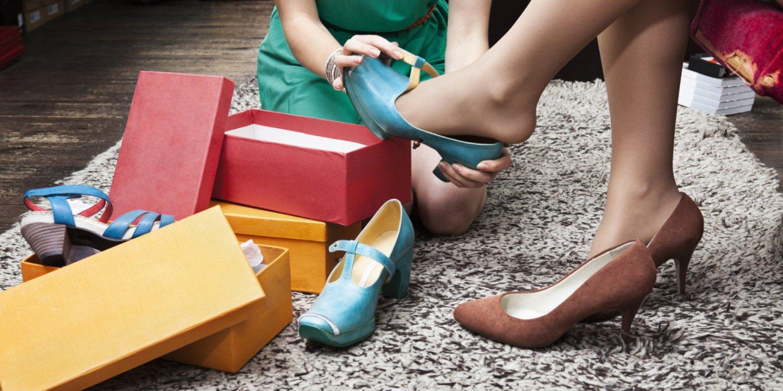 Секс большой девушки в обуви ходят по рабам фото зрелых большими сиськами