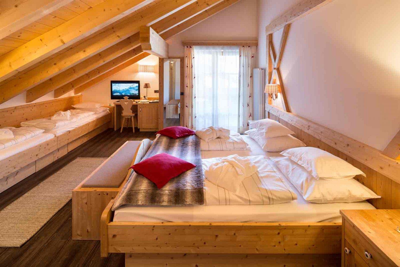 Hotel somont holiday in selva di val gardena partners for Design hotel val gardena