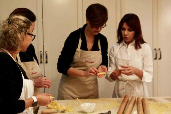 Scuola di cucina il salotto di penelope partners - Scuola cucina bologna ...