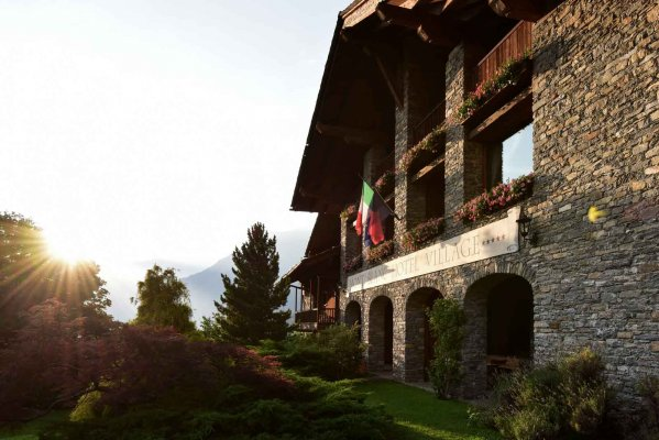Le Mont Blanc Hotel - Hotel in Courmayeur