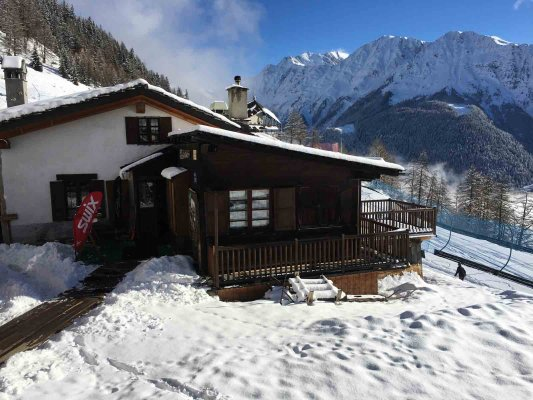 Lo Chalet - Ski and equipment rental in Courmayeur
