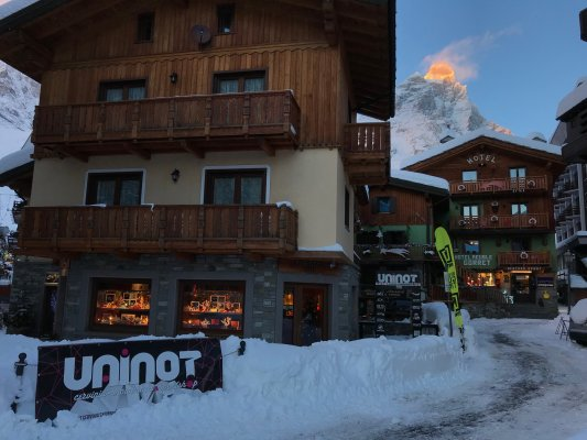 ainot Shop -  Clothing and equipment for skiing and snowboarding in Cervinia