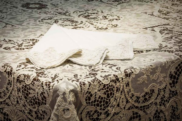 Martina Vidal Venice - Household linen and Burano lace