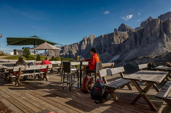 Rifugio Jimmi - A pleasant break on the Passo Gardena